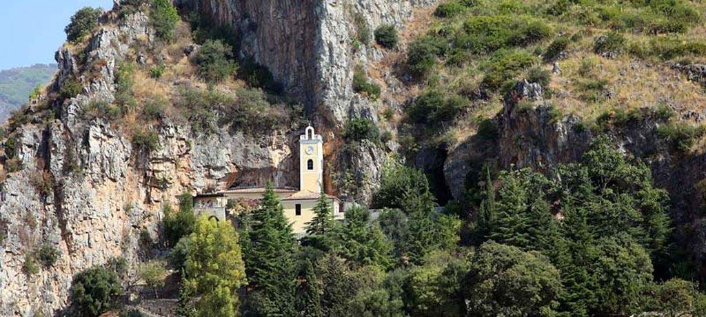Il Santuario di S. Maria della Grotta